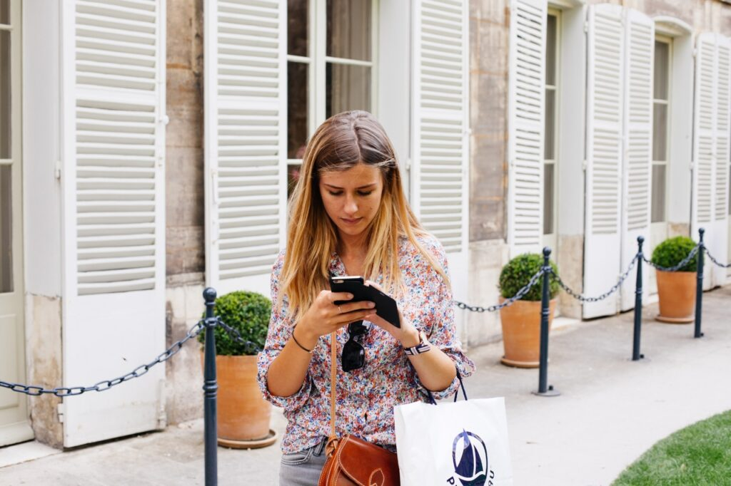 smartphone-mobile-people-girl-woman-technology-860424-pxhere.com
