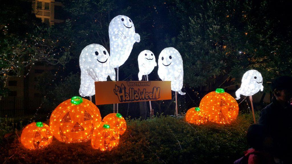 10 Halloween Decoration, Costume, and Dessert Ideas